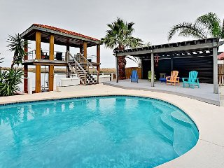 Boater's Paradise 4BR - Waterfront w/ Huge Deck & Private Pool, Near Beach