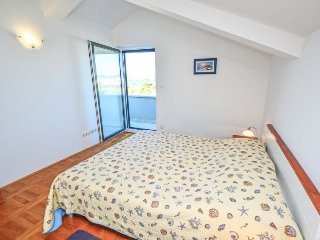 Betina Holiday Home Sleeps 10 with Pool Air Con and Free WiFi - 5058637
