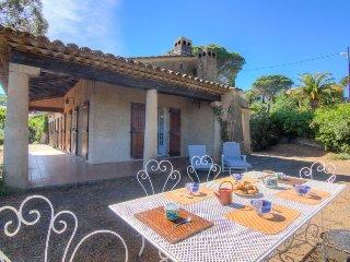 4 bedroom Villa in Sainte-Maxime, Provence-Alpes-Cote d'Azur, France : ref 50517