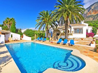 3 bedroom Villa with Pool and WiFi - 5049205