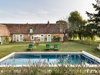 Saint-Jean-du-Bois Chateau Sleeps 15 with Pool - 5049832