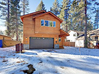 Spacious Newly-Built 4BR with Hot Tub Alpine Getaway - Minutes to Heavenly