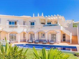 3 bedroom Villa in Salema, Faro, Portugal : ref 5049173