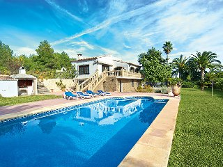 3 bedroom Villa with Pool and WiFi - 5698127