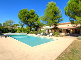 3 bedroom Villa in Carpentras, Provence-Alpes-Cote d'Azur, France : ref 5051432
