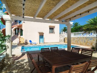 4 bedroom Villa with Pool, WiFi and Walk to Shops - 5698571
