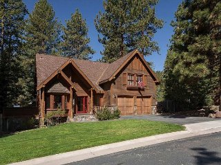 VISTA PINES - 3 BR 3.5 Bath on Lake Tahoe's North Shore - Hot Tub Too!