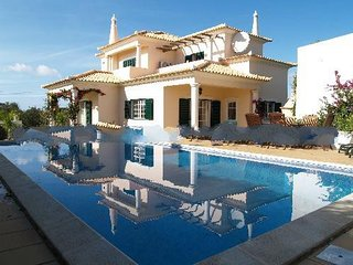 3 bedroom Villa in Escanxinhas, Faro, Portugal : ref 5000240