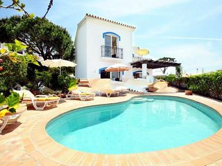 3 bedroom Villa in Vale do Lobo, Faro, Portugal : ref 5000238