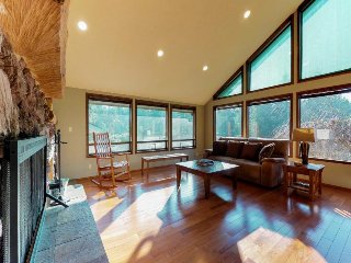 Peaceful and family-friendly home in private meadow with wood-burning fireplace!