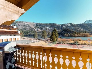 Views beyond belief! Sun-filled home with shared hot tub - fantastic location