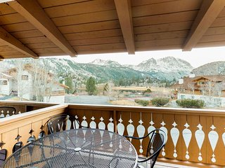Spacious mountain getaway for that next ski-cation w/ shared hot tub & views!