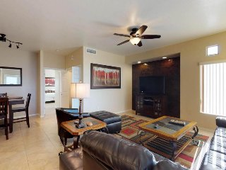 Updated desert condo with a shared hot tub, pool, and on-site golf!