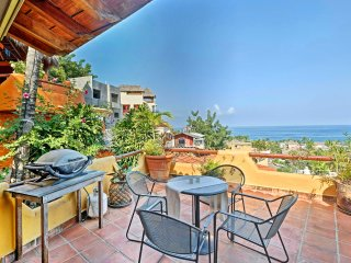 'Casa Marbella' Sleeps 5-8 w/ Great Beach Views!