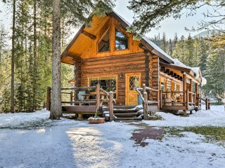 Glacier Park 2BR Log Cabin, 'Best in the West!'