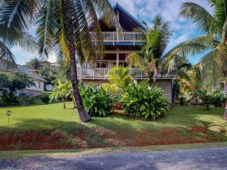 Sunny, quiet island house with ocean view & shared swimming pool