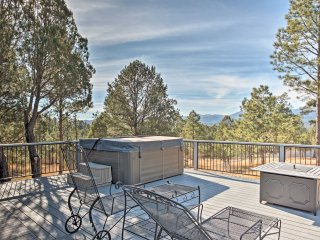 Great Location! Ruidoso Home w/Mtn Views & Hot Tub