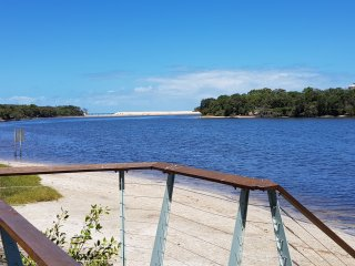 Splendour by the Lake :- Well Equipped Beach House 50 metres from the water