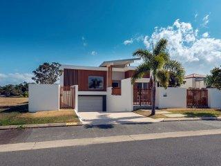 Gold Coast Modern Waterfront House