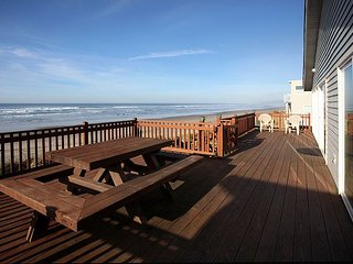 Discover the 'Twin Coho' with Oceanfront views in Rockaway Beach!