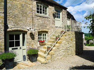 IN & OUT COTTAGE, romantic, character holiday cottage, with open fire in