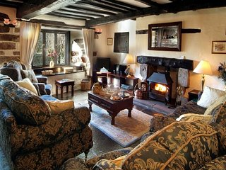 THE FARMHOUSE, Elizabethan Grade II, wi-fi, parking. Ref: 972618