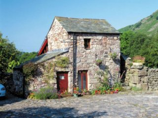 STANLEY GHYLL COTTAGE, Grade II, wi-fi, parking. Ref: 972613