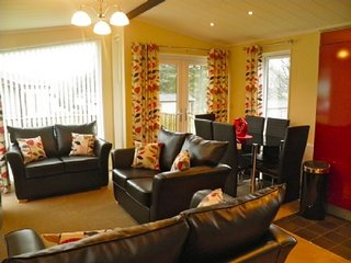 TRESCO LODGE, modern, open plan living, wi-fi. Ref: 972451