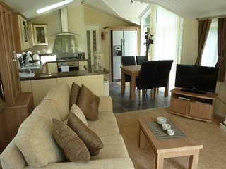 JASMINE LODGE, Pooley bridge, lake Ullswater, WiFi, hot tub, Ref: 972425