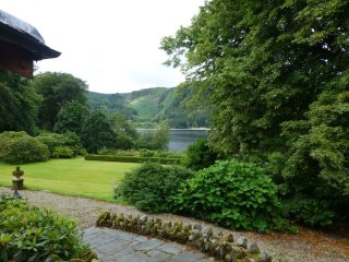 THIRLMERE SUITE, ground floor apartment, lake views, WiFi, parking, romantic