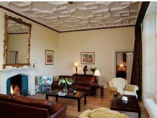 MANOR HALL, Luxurious, ground floor apartment. Ref: 972310