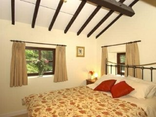 COURTYARD COTTAGE, pet friendly, wifi. Ref: 972307
