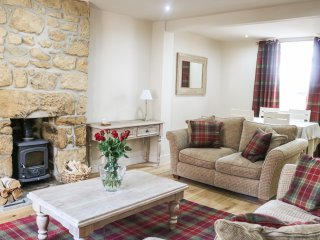 BENJAMIN'S COTTAGE, woodburner, two bedrooms, close to harbour, pet friendly