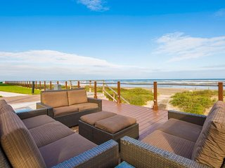 Oceanfront, dog-friendly condo w/ shared pools, hot tubs, tennis, & gym!