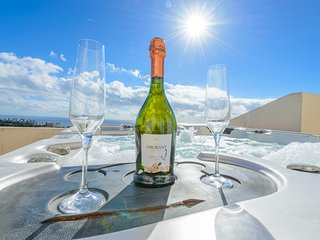 Enjoy a glass of wine in the gorgeous jacuzzi!