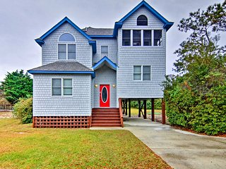 Corolla House w/ Pool & Hot Tub, <1 Mi to Beach!