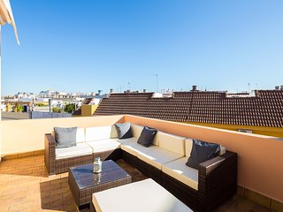 Santiago. 3 bedrooms, private terrace, free parking
