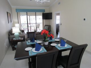 Luxurious Waterfront Condo w/2 Pools~Near Beaches~IMG Academy~Anna Maria~SRQ