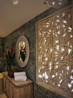 Carved window decor at this Manuel Antonio tropicla bungalow rental