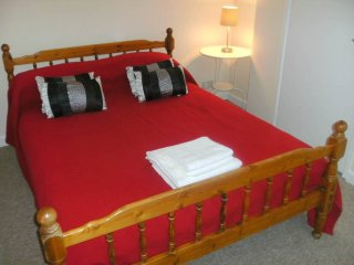 BOURNECOAST: CLOSE TO TOWN CENTRE, LOCAL HIGH STREET AND SANDY BEACHES - FM4210
