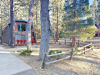 2BR A-Frame Cabin w/ Vintage Charm - Shuttle to Snow Summit and Bear Mountain