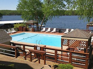 3 Bd/2Ba ON MAIN CHANNEL w/Amazing Views! Shaded Covered Deck* CLOSE TO POOL!