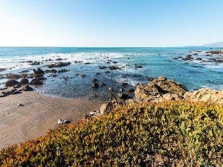 2BR Coastal Retreat w/ Patio, Balcony & Sunroom - 4 Mins to Moonstone Beach