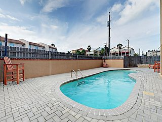 Updated 2BR Condo w/ Pool - Steps to Beach, Short Walk to Dining & Nightlife