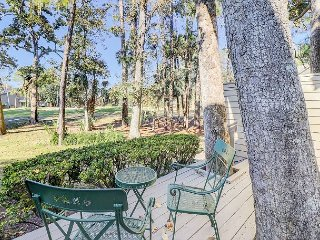 3BR Condo Overlooking Golf Course – 5-Minute Walk to Beach and Pool