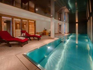 Amazing Luxury Chalet With Pool, Sauna, Jacuzzi and Games Room