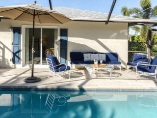 Naples Park Pool Home-Beach Chic Cottage-West of 41 - only minutes to Gulf, dini