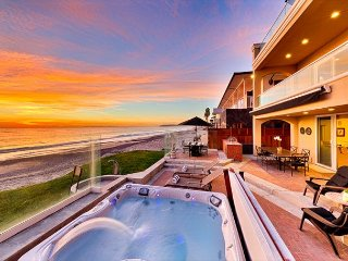 Spectacular Oceanfront Home - Private Jacuzzi on Deck, Luxury Amenities!