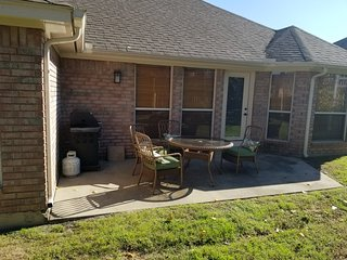 4/2 Charming House 3 miles from AT&T Stadium, Texas Live!, Ballpark, eSports