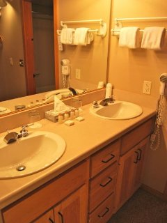 Double sinks and walk in closet